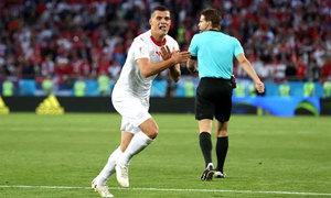 Thụy Sĩ bám sát Brazil ở bảng E