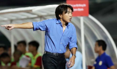 Đầu mùa bóng, Miura tuyên bố CLB TP HCM sẽ lọt vào tốp ba nhưng qua 15 lượt đấu, họ đã xuống vị trí bét bảng. Ảnh: Đức Đồng.
