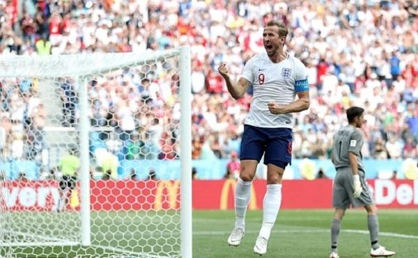Kane vươn lên dẫn đầu cuộc đua vua phá lưới với năm bàn thắng. Ảnh: Reuters.