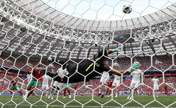 Morocco không thể chọc thủng lưới Bồ Đào Nha. Ảnh: Reuters.
