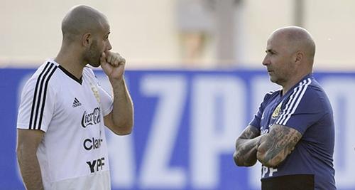 Argentina đang lâm vào tình cảnh ngặt nghèo trước lượt trận cuối. Ảnh: AFP.