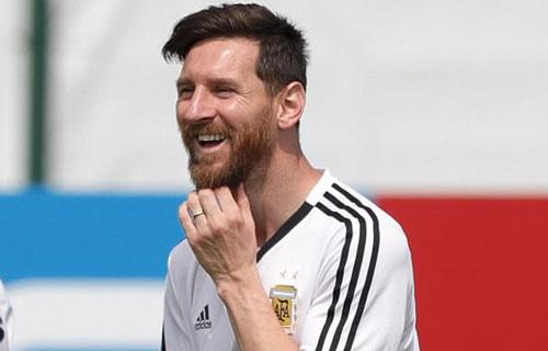 Messi tìm lại được nụ cười trong buổi tập ngày 24/6.