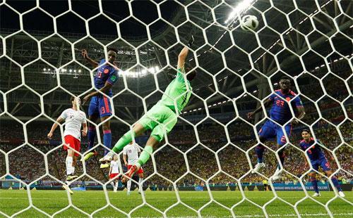 Mina buộc Ba Lan chịu bàn thua đầu tiên.