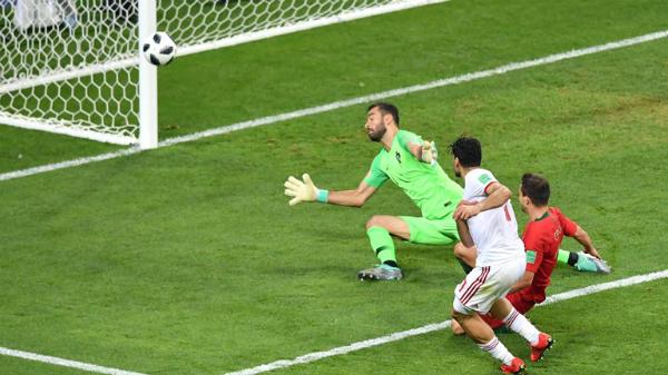 Ronaldo đá hỏng phạt đền, Bồ Đào Nha vẫn giành vé đi tiếp - page 2 - 1