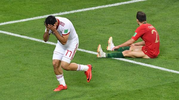 Mehdi Taremi suýt tiễn Bồ Đào Nha về nước nếu không dứt điểm trúng cạnh lưới. Ảnh:FIFA.