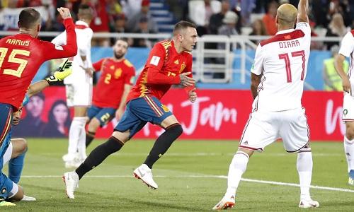 Aspas gỡ hòa cho Tây Ban Nha trong thời gian bù giờ hiệp hai. Ảnh: AP.