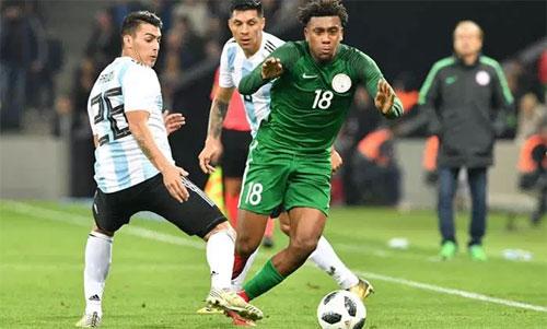 Nigeria (áo xanh) thắng Argentina hai bàn cách biệt trong lần gặp nhau gần nhất. Ảnh: Reuters