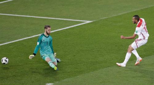 Hàng thủ Tây Ban Nha khiến Hierro lo âu. Ảnh: AP.