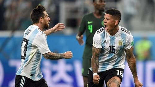 Messi và Rojo giúp Argentina vào vòng 16 đội. Ảnh: Reuters.