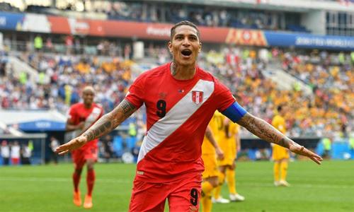 Chiến thắng là món quà ý nghĩa mà Guerrero và Peru dành tặng các CĐV nhà trước khi rời World Cup. Ảnh: RT.