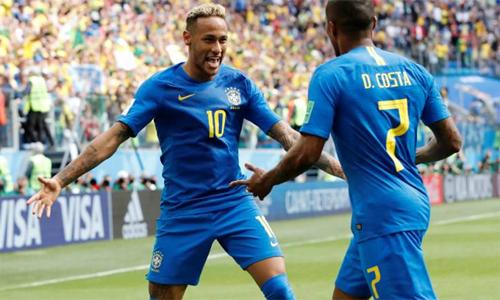 Kaka cho rằng Neymar đã đương đầu tốt với áp lực ở tuyển Brazil.
