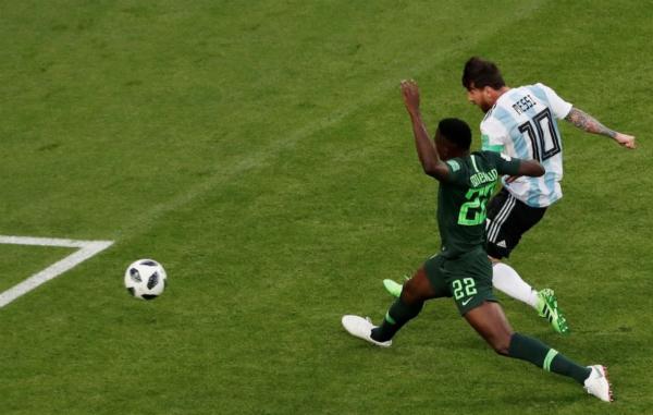 Messi đã có sáu bàn tại các kỳ World Cup, và 50% trong số đó là vào lưới Nigeria. Trước tình huống mở tỷ số hôm 26/6, anh cũngghi hai bàn vào lưới đối thủ châu Phi này tại vòng bảng World Cup 2018.