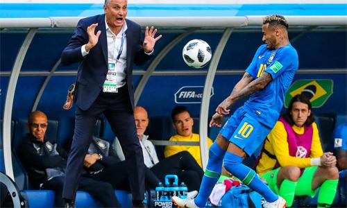 HLV Tite vừa xoa dịu Neymar khi nói rằng học trò không thể mong đợi một mình mang chức vô địch về cho Brazil.