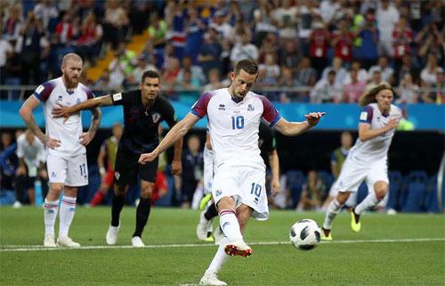 Iceland chỉ có được bàn thắng từ chấm 11m sau khi bỏ lỡ quá nhiều cơ hội bóng sống.