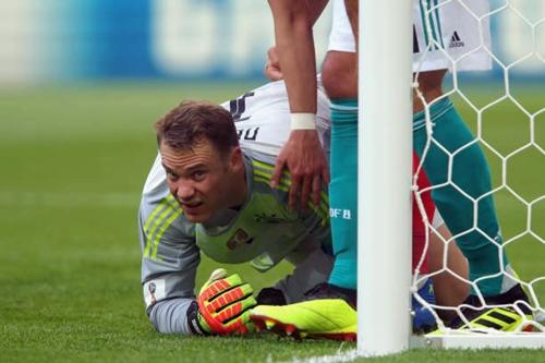 Neuer không còn giữ được phong độ cao như ở World Cup 2014. Ảnh: Reuters.