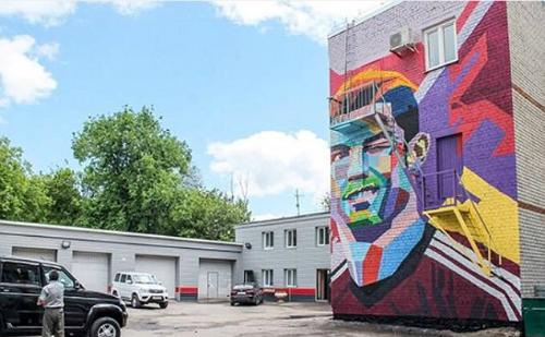 Bức chân dung của Ronaldo được vẽ trên tòa nhà ba tầng.