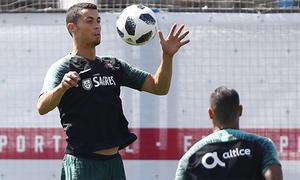 Diego Forlan: 'Ronaldo là 50% sức mạnh của Bồ Đào Nha'