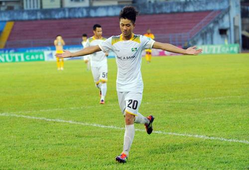 Văn Đức ăn mừng bàn thắng vào lưới Hải Phòng, anh đã có tám bàn tại V-League năm nay. Ảnh: Quang Huy