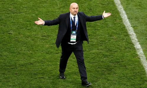 HLV Cherchesov tỏ ra bình thản sau chiến thắng Tây Ban Nha. Ảnh:Reuters.