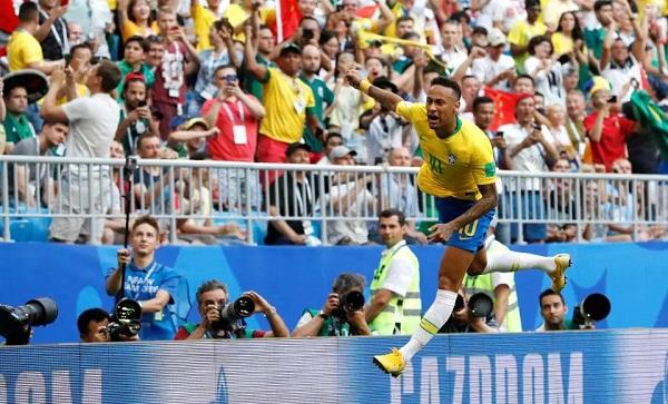 Neymar tỏa sáng rực rỡ trong bối cảnh nhiều ngôi sao lớn đã rời cuộc chơi. Ảnh: Reuters.