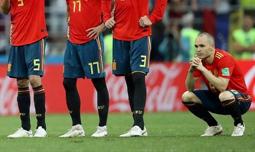 Iniesta chia tay tuyển Tây Ban Nha với một kỷ niệm buồn. Ảnh: Reuters.