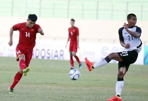 Việt Nam đá trên chân Thái Lan nhưng không ghi được bàn thắng. Ảnh: Đoàn Huynh