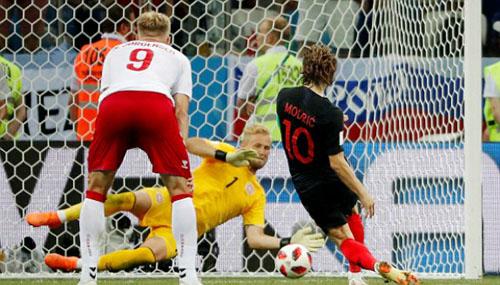 Modric đá hỏng quả phạt 11m, khiến Croatia không thể giải quyết Đan Mạch trong thời gian đá hiệp phụ.
