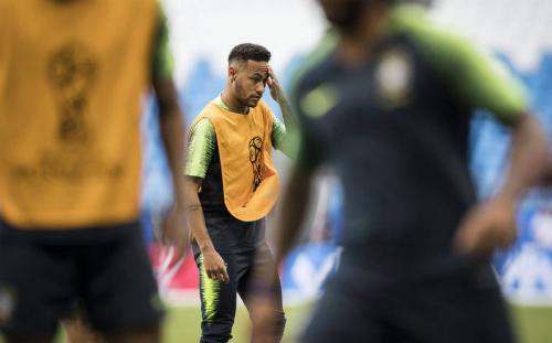 Neymar cũng là mắt xích phòng ngự của Brazil. Ảnh: Folhapress.