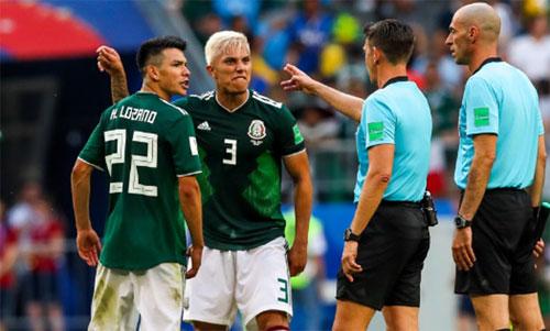 Mexico thường xuyên bị trọng tài thổi phạt. Ảnh: Reuters
