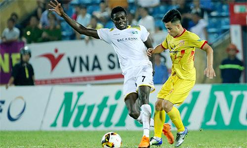 Nam Định vẫn chưa thể cải thiện về mặt lối chơi, và nhận thêm kết quả buồn trên sân nhà. Ảnh: Minh Hoàng.
