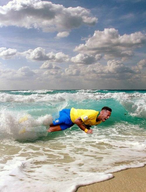 Neymar được chúc nghỉ hè vui vẻ. Ảnh: Twitter.