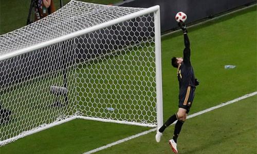 Pha cứu thua xuất sắc của Courtois, giúp Bỉ giữ vững tỷ số 2-1 đến hết trận tứ kết với Brazil.