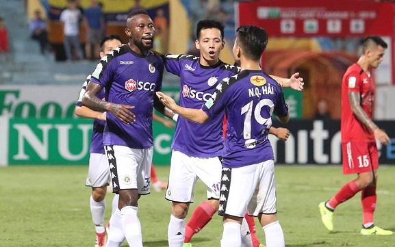 Văn Quyết, Quang Hải và Samson giúp đội nhà tạomưa bàn thắng trên sân Hàng Đẫy. Ảnh: Ngọc Thành.