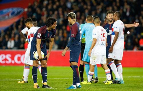 Neymar và Cavani từng tranh nhau dá phạt đền tại PSG.
