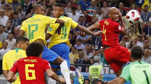 Fernandinho (số 17) phản lưới khiến Brazil chịu bàn thua đầu. Ảnh:Reuters.