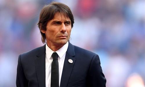 HLV Antonio Conte đang lạc lõng tại Chelsea. Ảnh: Sky Sports.