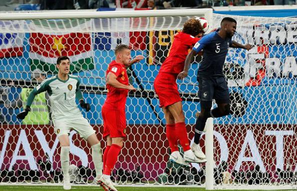Umtiti đánh bại Fellaini trong pha không chiến. Ảnh:Reuters.