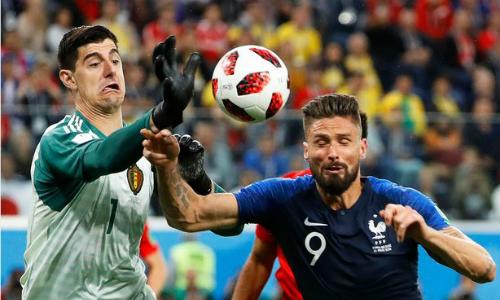 Courtois (trái) chơi tốt gặp Pháp, nhưng không giúp Bỉ tránh thất bại. Ảnh: REX.