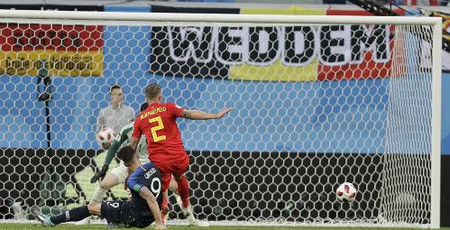 Giroud (số 9) liên tục bỏ lỡ cơ hội trong trận gặp Bỉ. Ảnh: AP.