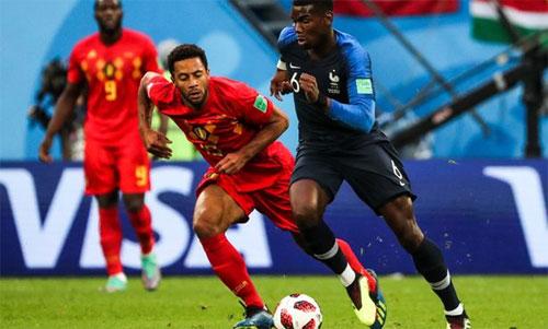 Pogba (phải) đóng vai trò quan trọng ở tuyến giữa tuyển Pháp. Ảnh: Reuters