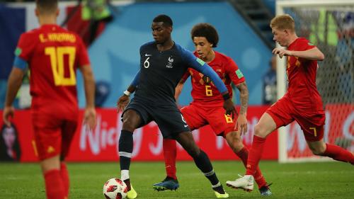 Pogba tả xung hữu đột giữa vòng vây cầu thủ Bỉ. Ảnh:FIFA.