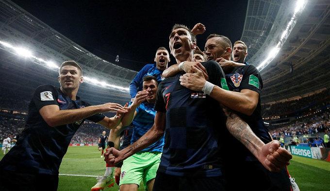 Cờ Croatia tung bay trong ngày lịch sử tại World Cup