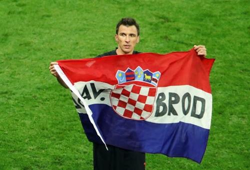 Niềm vui của Mandzukic sau khi thắng trận. Ảnh: FIFA.