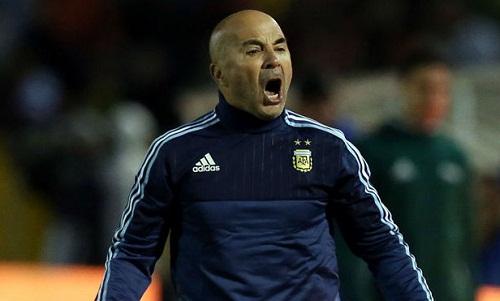 Sampaoli bị chỉ trích nặng nề sau một chiến dịch World Cup đáng thất vọng. Ảnh: Marca.
