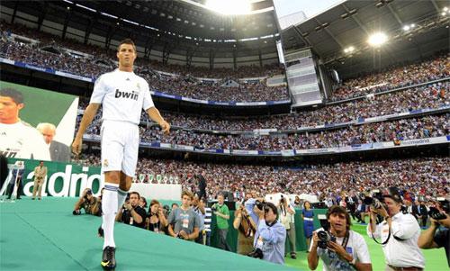 Ronaldo ra mắt tạisân Bernabeu chín năm trước. Ảnh: AS