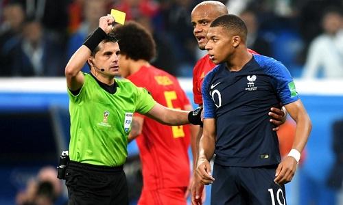 Mbappe bị lên án vì hành vi câu giờ trong trận bán kết với Bỉ. Ảnh: Reuters.