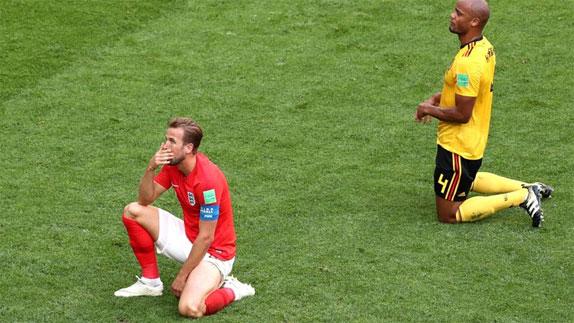 Kane (trái)không thể nâng cao thành tích ghi sáu bàn từ đầu giải.
