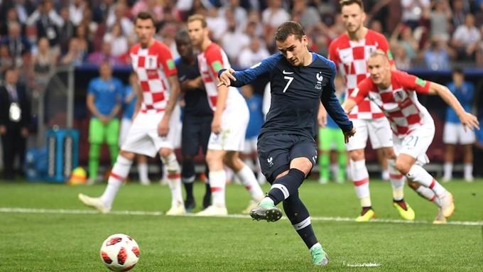 Nụ hôn người Pháp in dấu lên Cup vàng thế giới