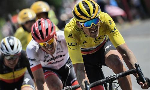 Van Avermaet giữ thế độc tôn trong cuộc đua đến chiếc Áo Vàng chung cuộc. Ảnh: Sky Sports.
