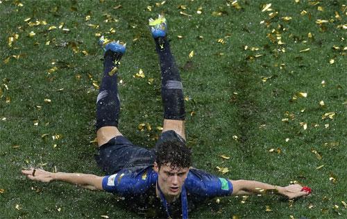 Pavard trở thành một ngôi sao sau màn trình diễn tại World Cup.